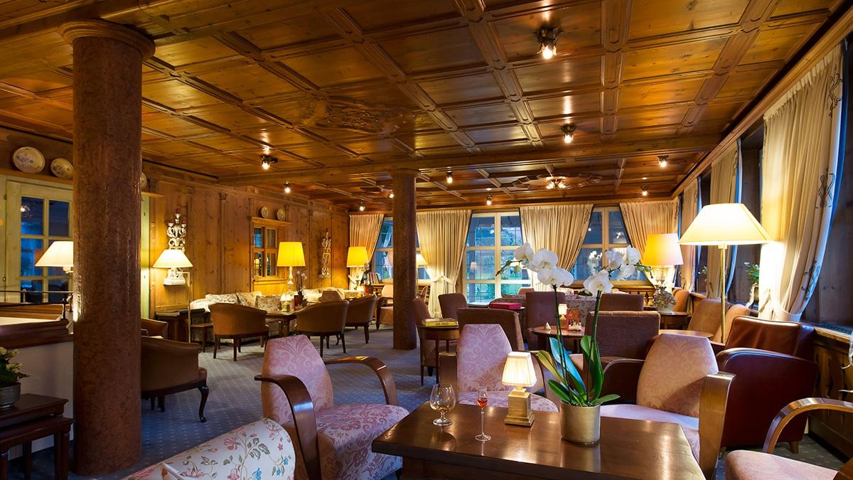 Holzvertäfelung in der Lounge